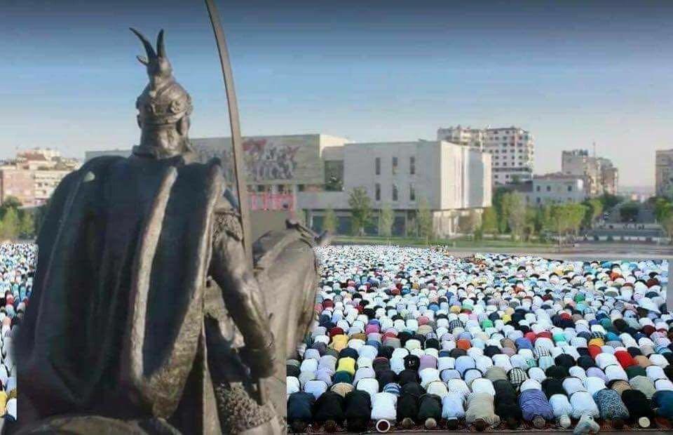 Fitër Bajrami falet në sheshin  Skënderbej