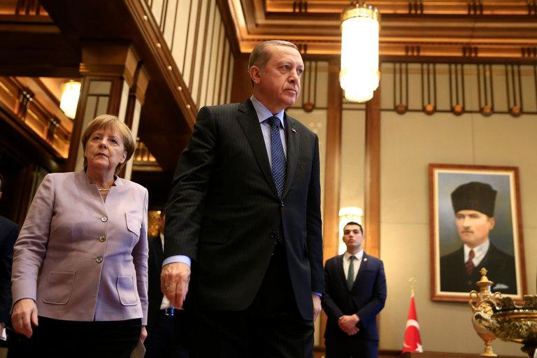 Erdogan  thirrje turqve në Gjermani  Mos votoni as Merkelin  as Schultz  Janë armiq të Turqisë