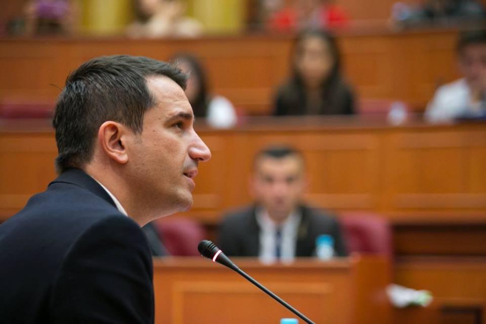Bashkia e Tiranës  174 milionë lekë për kioska për një shërbim që merret edhe nga celulari apo çdo PC