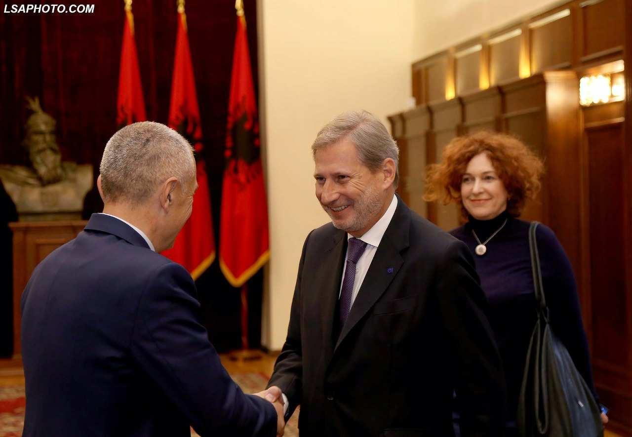 Hahn i kërkoi Metës zhbllokimin e marrëveshjes me Greqinë