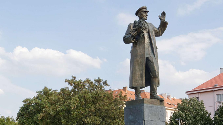 Çekët heqin nga Praga statujën e marshallit sovjetik Ivan Koniev