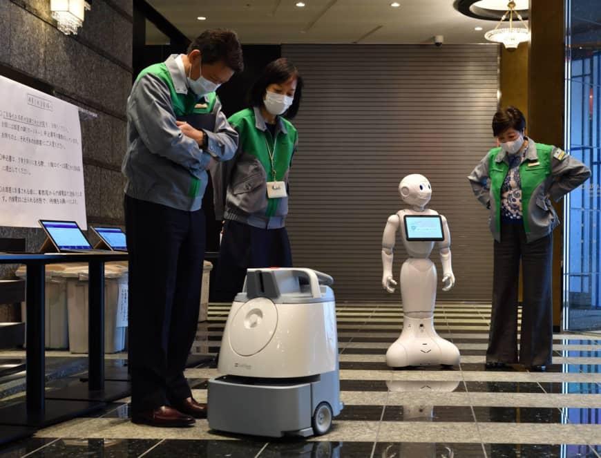 Video Japoni   robotë për shërbimin ndaj pacientëve në hotelet e karantinës